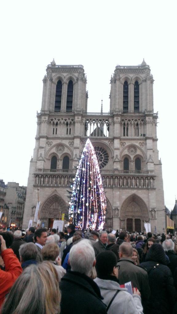 Devant Notre-Dame